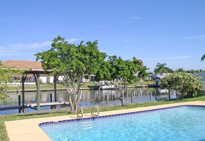 Waterfront canal,  covered lift, totally renovated, pool